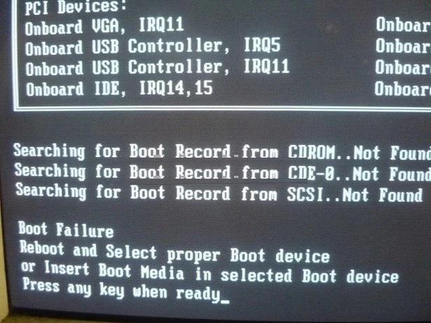 Khi khởi động máy và có thông báo không ổ cứng để khởi động (boot)