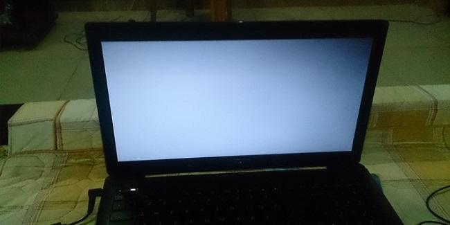 Khi main Laptop có nguồn nhưng có không hình